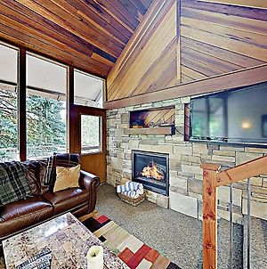 New Listing! Ski Basecamp With Hot Tub, Walk To Lift Townhouse photos Exterior