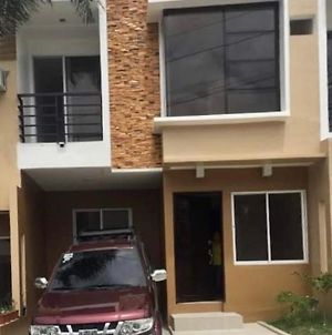 2 Storey Townhouse With Fast Wifi And Suv Car photos Exterior