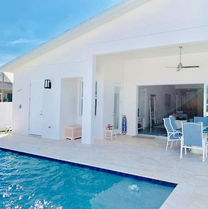 Perfect Naples -Heated Saltwater Pool - New Construction - 3Br photos Exterior
