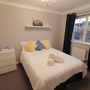 Modern City Townhouse In Newcastle Perfect For Large Groups All Wanting To Stay Under One Roof Just Over The Tyne Bridge Close To Everything With Great Transport Links photos Exterior