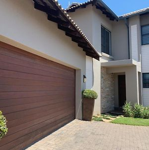 3 Bed Modern Self Catering Holiday Villa-Nelspruit photos Exterior