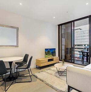 Newly Furnished Apartment Bordering Melbourne Cbd photos Exterior
