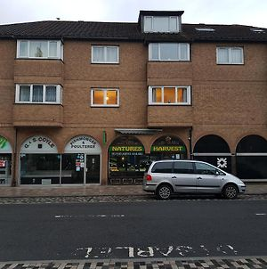 Free Wifi Town Centre Apartment With Private Parking photos Exterior