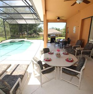 Large 5 Bed Pool Home With Excellent Privacy photos Exterior
