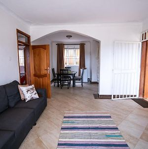 Golden Hill Apartments, 2 Bed-Roomed With Wifi photos Exterior
