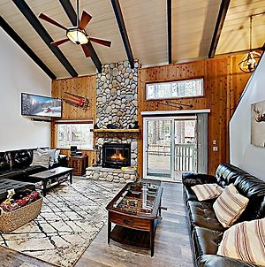 Walk To Slopes! Mountain Home With Private Hot Tub Home photos Exterior