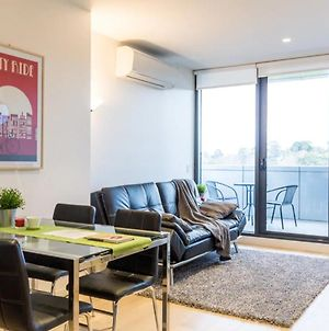 Modern 1 Bedroom Apartment In Tranquil Parklands photos Exterior