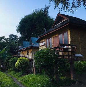 Golden Hut -Chill Bungalows In Town黄金泰式传统独栋小屋 photos Exterior