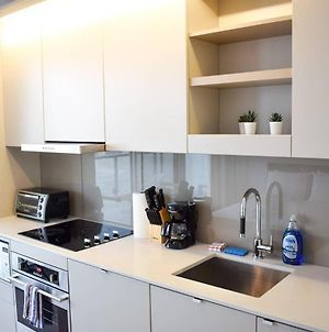 Central, Bright Studio In The Heart Of Downtown Toronto! photos Exterior