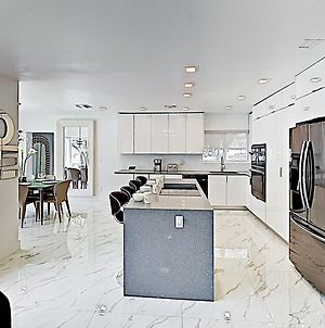 New Listing! Ultra-Modern Luxury Home W/ Hot Tub Home photos Exterior