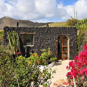 La Bodega - House On Volcano With A Piano photos Exterior