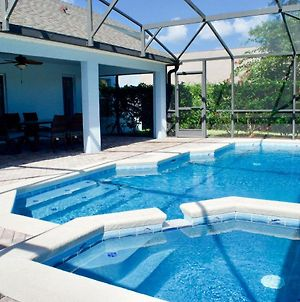 Sapphire Sky- Stunning 4 Bedroom Villa, Close To Disney With Private Pool & Spa photos Exterior