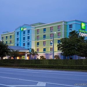 Holiday Inn Express & Suites Ft. Lauderdale Airport/Cruise, An Ihg Hotel photos Exterior