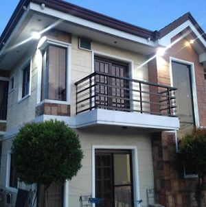 Weaver Taguig Family Vacation Rental. photos Room