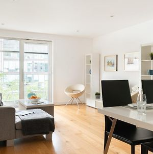 Fabulous 3 Bed 2 Bath Near Victoria Station photos Exterior