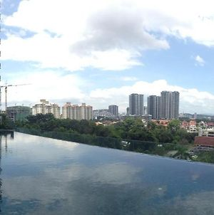 Resort Home With Golf And Klcc City View Near To Bukit Jalil Stadium & Axiata Arena photos Exterior