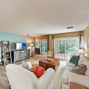 New Listing! Wooded Sanctuary On Golf Course Withpool Condo photos Exterior