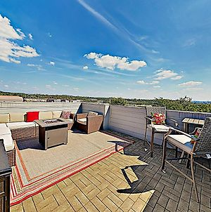 New Listing! Brand-New Home With Rooftop Deck Home photos Exterior