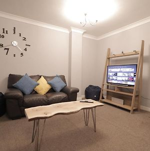 Modern City Townhouse Perfect For Large Groups, Stay Under One Roof, Just Over The Tyne photos Exterior