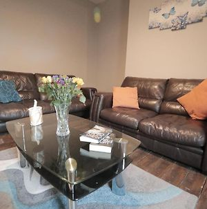 Popular City Flat In A Great Newcastle Location Close To Everything With Amenities And Travel Links All Around photos Exterior