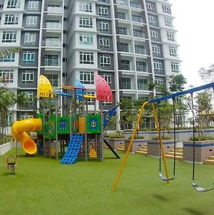 Top Sky Living@Parkland/10-12Pax/Wifi/Jonker Street photos Exterior