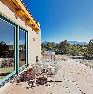 All-New Desert Hideaway: Mountain Views & Hot Tub Home photos Exterior
