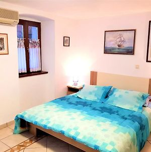 Apartment With 2 Bedrooms In Medulin With Wonderful Sea View Enclosed Garden And Wifi 900 M From The Beach photos Exterior