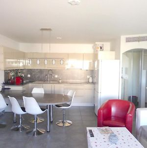 Apartment With 2 Bedrooms In La Seynesurmer With Furnished Terrace And Wifi 3 Km From The Beach photos Exterior