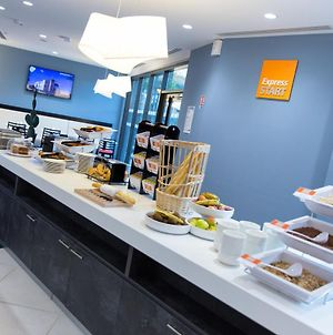 Holiday Inn Express Toulon - Est photos Exterior