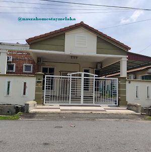Semi D Vacation Home Full Ac Near Ayer Keroh photos Exterior