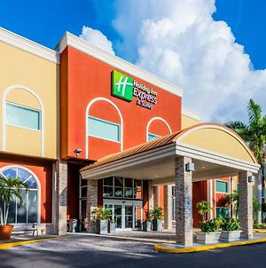 Holiday Inn Express Hotel & Suites Bradenton West, An Ihg Hotel photos Exterior