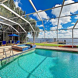 Riverfront Paradise With Caged Pool, Hot Tub & Dock Home photos Exterior