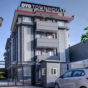 Oyo Townhouse 044 Sector 14 Gurugram photos Exterior