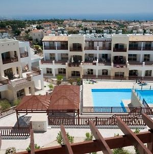 Luxury 2 Bedroom Apartment With Large Balcony, Pool View And Free Wifi photos Exterior