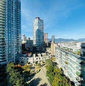 Downtown 3B2Ba+Office+Balcony On Skytrain Steps To Water And Action photos Exterior