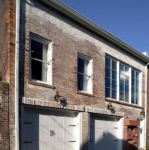 Chic Carriage House On Monterey Square With Garage Parking photos Exterior