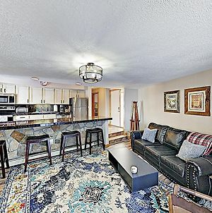 New Listing! Stylish Updated Ski Condo With Hot Tubs Condo photos Exterior