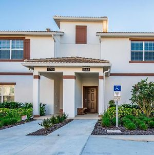 4 Bedroom 3 Bathroom Town Home With Pool photos Exterior