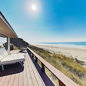 Large Beachfront Home With Wraparound Deck Home photos Exterior