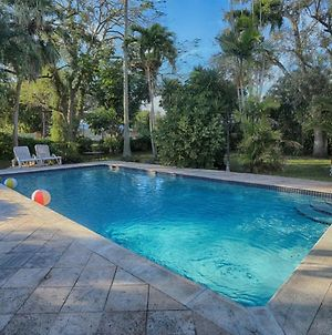 Spacious & Conveniently Located Miami Airport Home photos Exterior