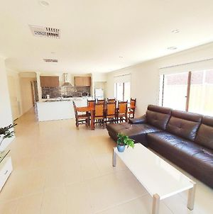 Comfortable 5Br House 6Mins To Werribee Station.Great Ocean Road Tourist Stopover独栋别墅 photos Exterior