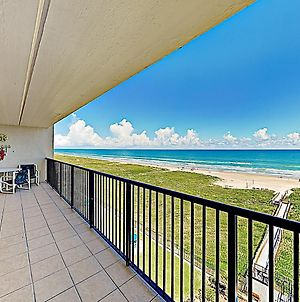 New Listing! Gulf-View Beauty With Pools, Gym, Sauna Condo photos Exterior