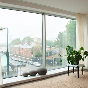 Spacious, Modern Two Bed Apartment With Parking photos Exterior