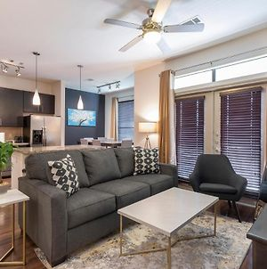 Luxurious King Sized Bed Midtown Fully Equipped Condo - photos Exterior