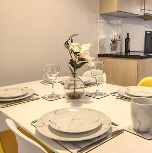 Central, Stylish 2-Bed Apartment, With Allocated Parking photos Exterior