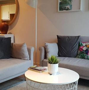 Quiet Modern 2 Bed 2 Bath Apartment With Free Parking And Lift In Leith photos Exterior