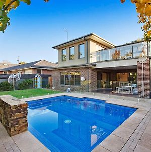 Hampton Haven With Pool For Families And A Max Of 8 Adults. photos Exterior