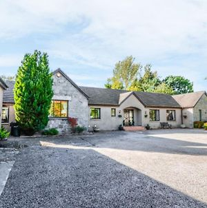 Spacious 7 Bedroom Bungalow Alford Aberdeenshire photos Exterior