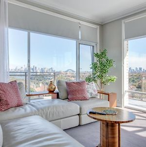 Huge Light Filled Apartment With Epic City View photos Exterior