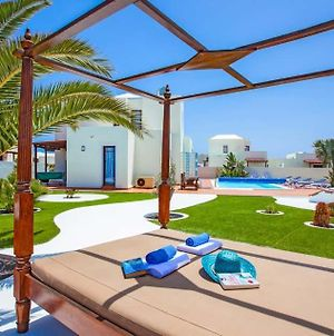 Playa Blanca Villa Sleeps 6 Pool Air Con Wifi photos Exterior